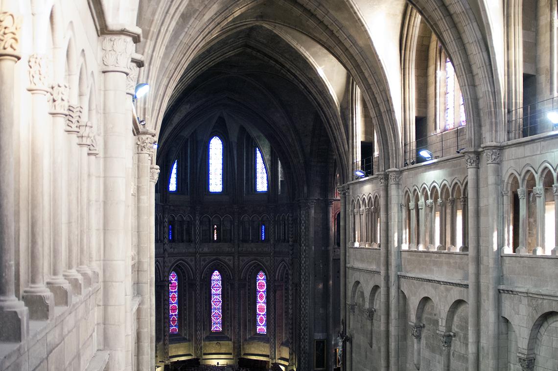 Le triforium de la collégiale Saint-Barnard
